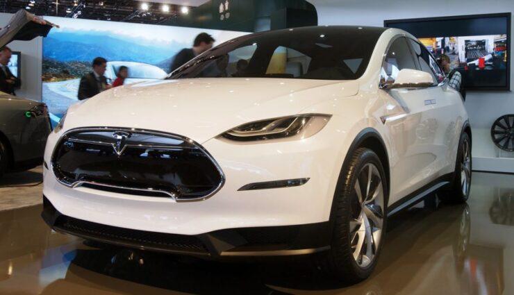 Tesla Model X – Produktion des SUV auf 2015 verschoben