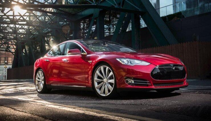 Tesla verstärkt Unterboden des Model S mit Aluminium und Titan