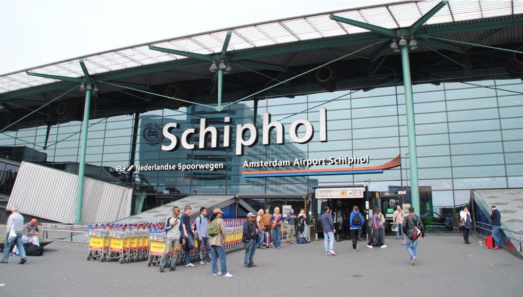 Amsterdam-Schiphol-Airport-Tesla-Taxi