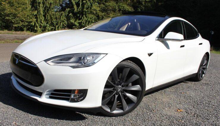Model S-Besitzer klagt gegen Tesla wegen Verweigerung einer Rückerstattung