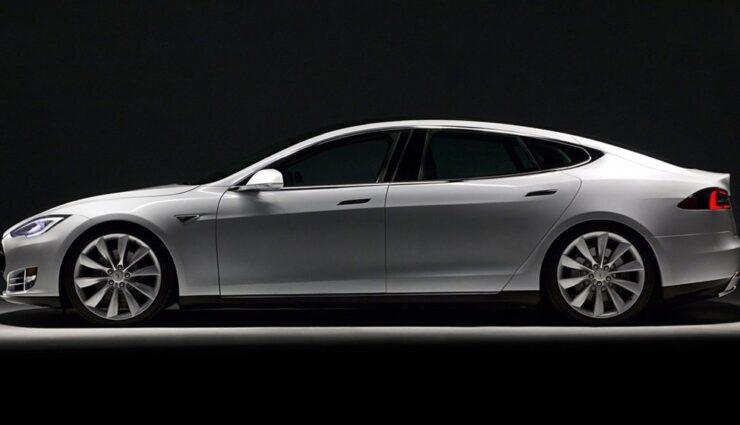 Eine Langversion des Tesla Model S könnte zum Ende des Jahres erscheinen