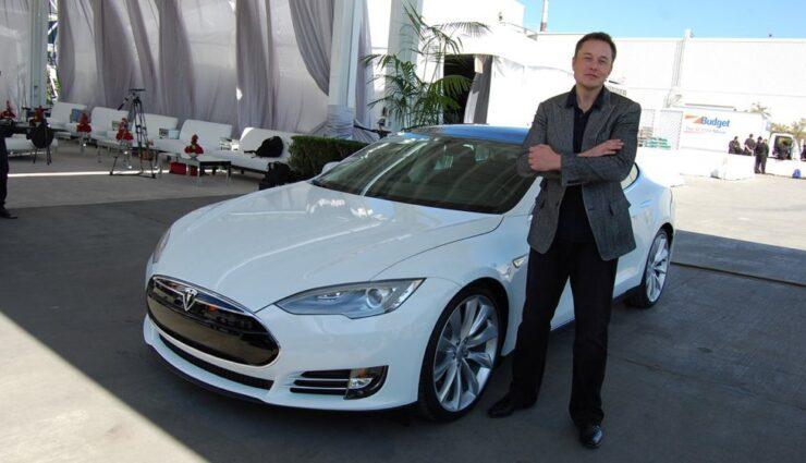 Elektroautos mit 800 Kilometern Reichweite könnte es bald schon geben, sagt Musk