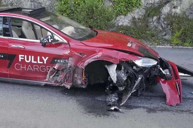 Schweiz: Zwei Verletzte nach Unfall mit einem Model S