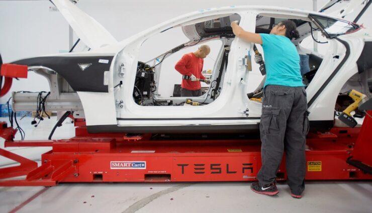 Aktienanalyst beurteilt starken Wandel von Tesla Motors positiv