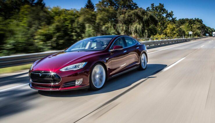 Tesla Model S: Neue Fahrerassistenzsysteme kommen, benötigen u.a. Kamera