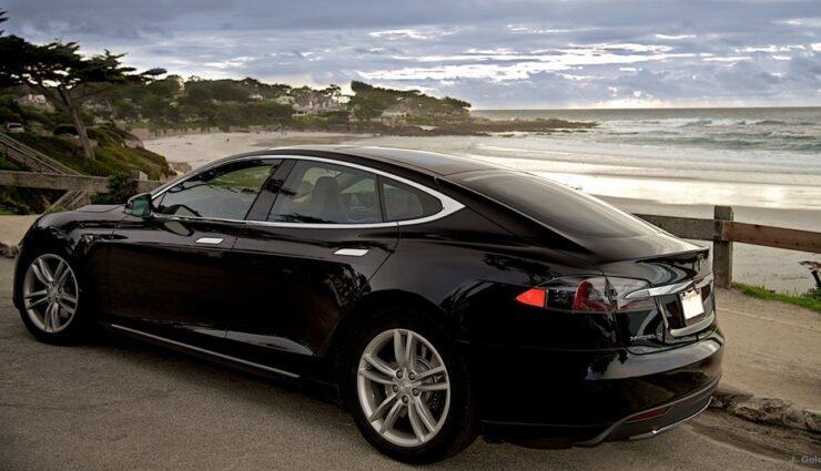Neuere Model S womöglich bereits mit Einparkhilfe und Spurhalteassistent ausgestattet