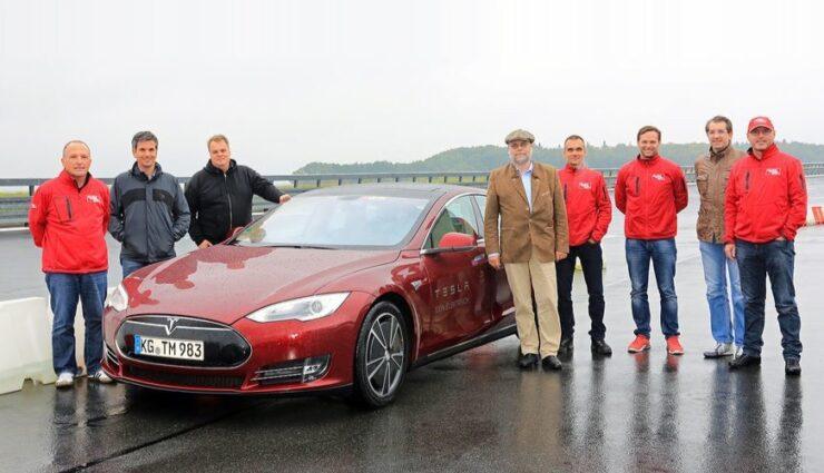 auto motor und sport lud Tesla-Fahrer zum Nachtest ein