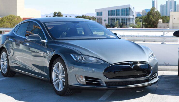 Stuttgarter Regionaldirektorin möchte ein Tesla Model S als Dienstwagen