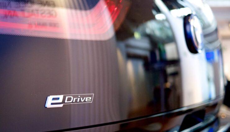 Nach Aktienverkauf von Daimler könnte BMW Interesse an Tesla Motors haben