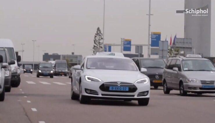 Amsterdamer Flughafen ab 16. Oktober mit den ersten Tesla-Taxis