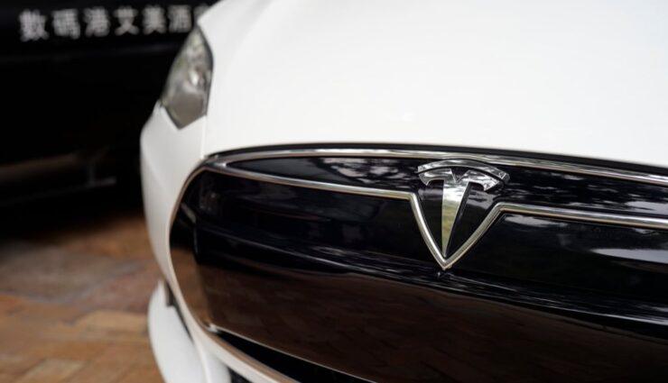 Mercedes, Audi und Porsche wollen mit eigenen Elektrofahrzeugen gegen Tesla antreten