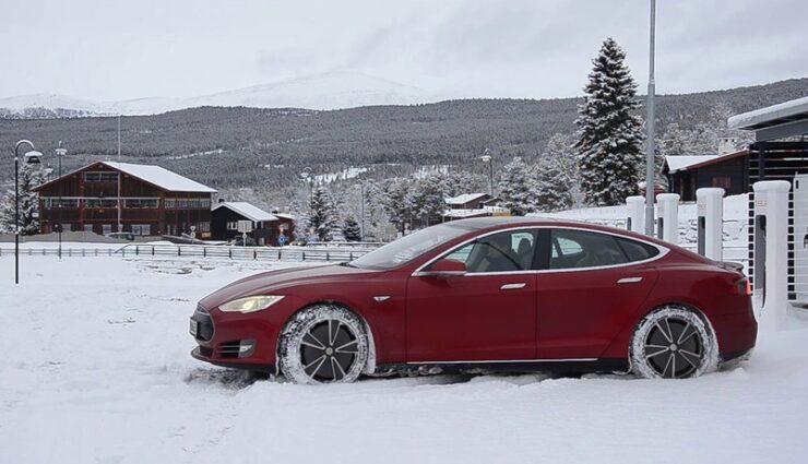 Island: Tesla Model S Wintertest-Sieger im Vergleich mit anderen Elektrofahrzeugen