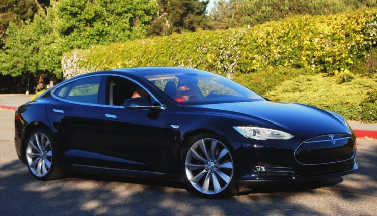 Tesla Motors entscheidet sich für Orange Business Services als Netzbetreiber in Frankreich