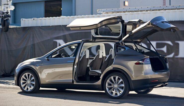 Elon Musk stellt klar: Model X kommt mit Falcon Wing-Türen