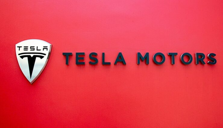 Tesla Motors stellt ehemaligen Pressesprecher wieder ein