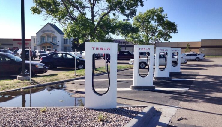 Tesla Motors betreibt über 100 Supercharger in Europa