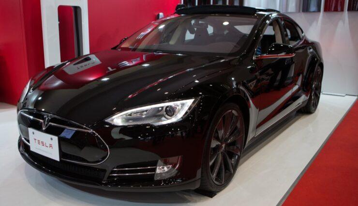 Sinkende Ölpreise wirken sich auf Tesla-Aktie aus