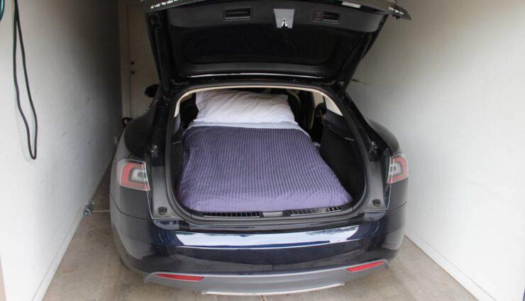 Model S-Besitzer bietet Übernachtungen in seinem Fahrzeug an