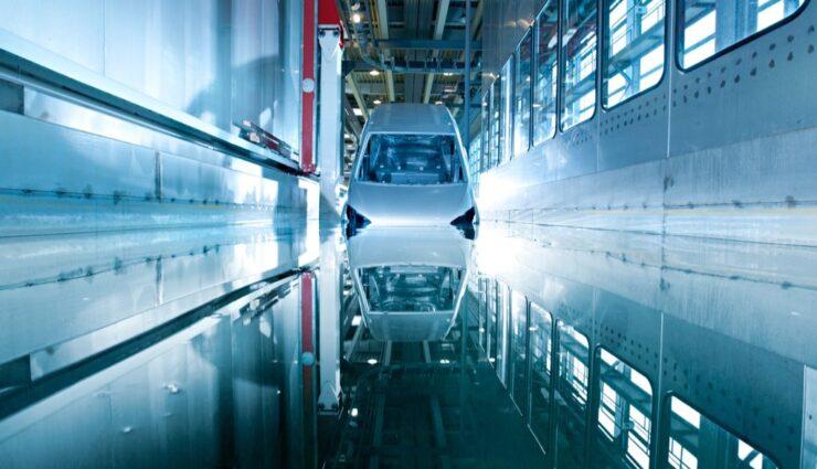 Eisenmann stattet Lackierfabrik für Tesla Motors aus