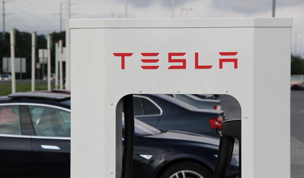 tesla-batterie-speicherkraftwerke-wal-mart