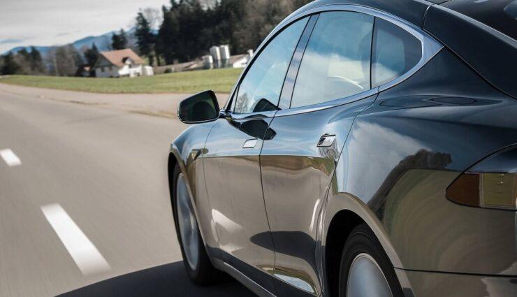 Der Blinker könnte bei Autopilot-Unfall die Schuldfrage klären