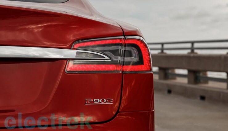 Tesla Model S P90D kommt mit verschiedenen Modellschriftzügen