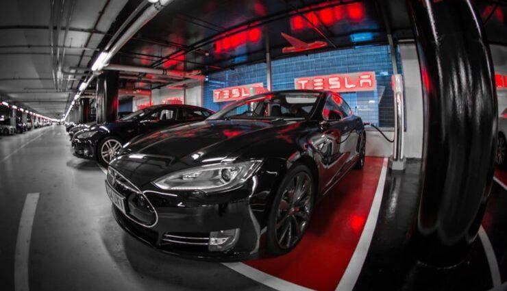 Manhattan: Tesla Motors installiert Lademöglichkeiten in Parkhäusern