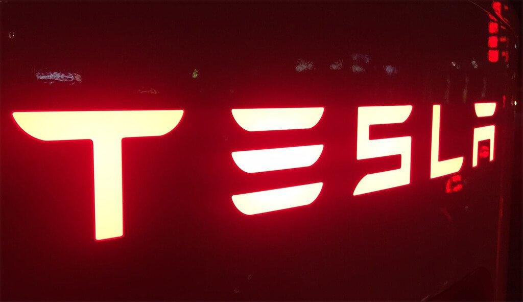 """Model Y Twitter: Tesla Model Y: Elon Musk Kündigt """"S3XY"""" Auf Twitter An"""