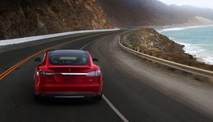 Tesla Motors ruft proaktiv 90.000 Model S zurück, um den vorderen Sicherheitsgurt zu prüfen