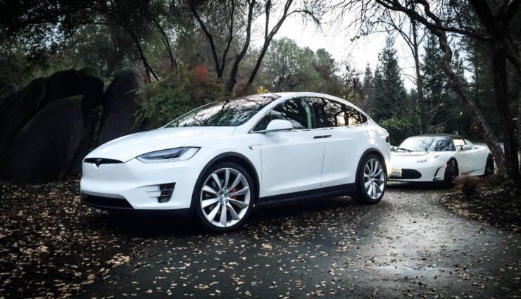 Tesla Model X soll Anhänger auch mit hoher Geschwindigkeit ziehen können