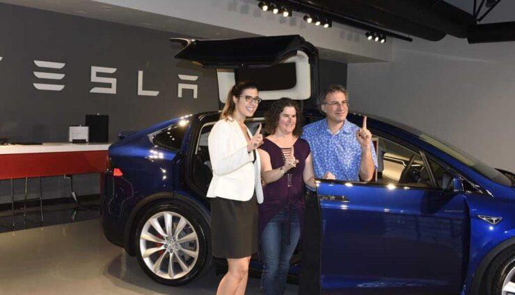 """Tesla Model X: Auslieferung der """"Signature""""-Modelle hat offiziell begonnen"""