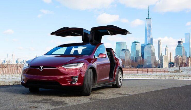 Tesla Motors verklagt schweizerischen Zulieferer wegen Verzögerung bei den Falcon-Wing-Türen (Update: Stellungnahme des Zulieferers)