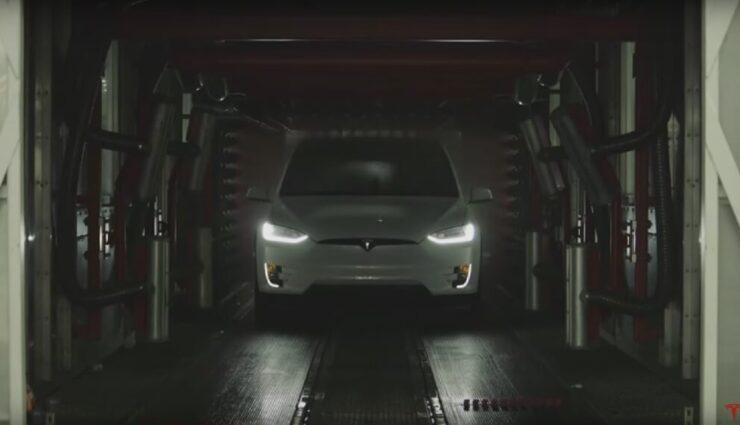 Tesla Motors bewirbt das Model X auf verschiedenen Shows und Messen