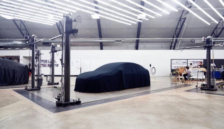 Tesla Model 3: Erster Blick auf das verhüllte Auto und womöglich erste technische Details bekannt