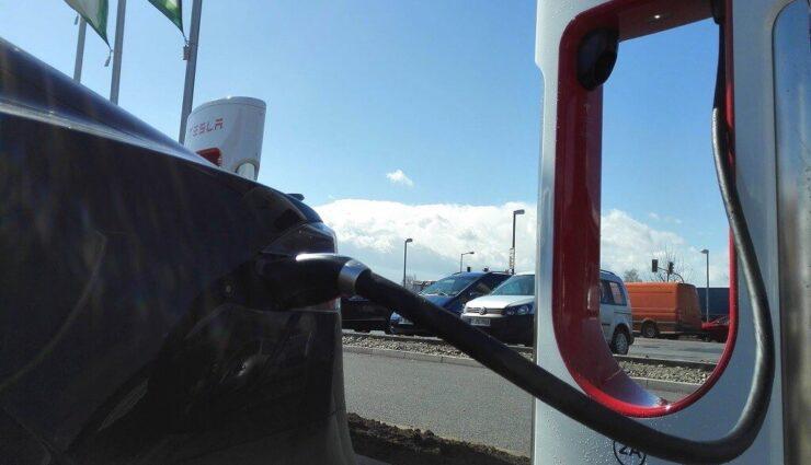 Tesla tritt Charging Interface Initiative (CharIN) bei, welche das CCS-Ladesystem fördert