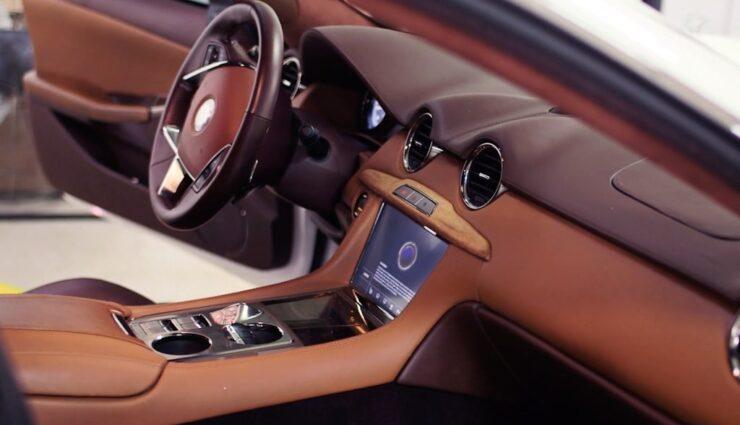 Zwei Interieur-Designer haben Tesla verlassen, einer wechselte zu Karma Automotive (ehemals Fisker)