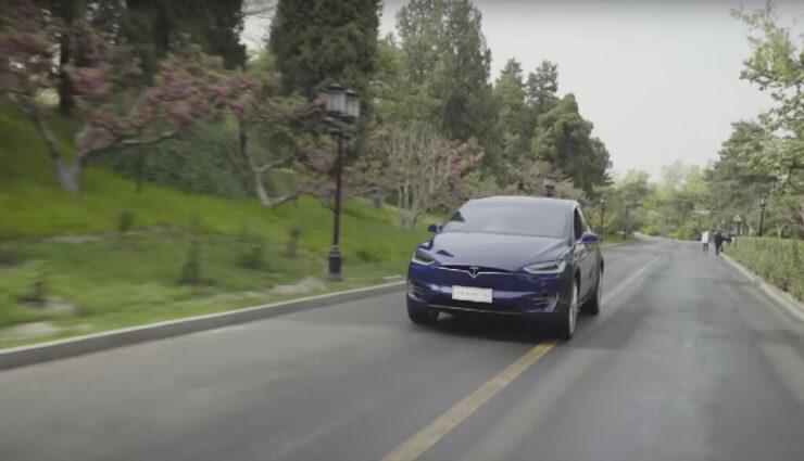 Kleinbus von Tesla soll auf Fahrgestell des Model X basieren