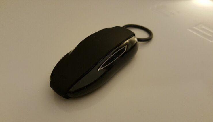 Tesla liefert neuen Funkschlüssel mit Bluetooth Low Energy (BLE) Funktechnik aus