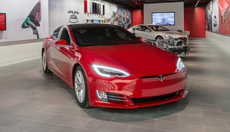 Tesla erhält Kreditlinie in Höhe von 300 Millionen US-Dollar von der Deutschen Bank