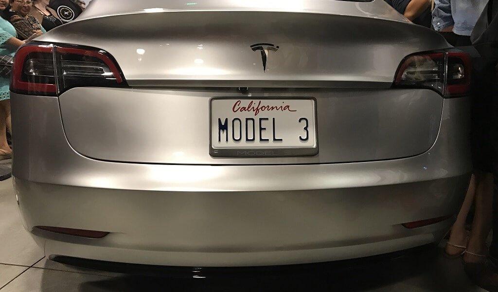 tesla-model-3-supercharger-kostenlos-laden-langstrecke
