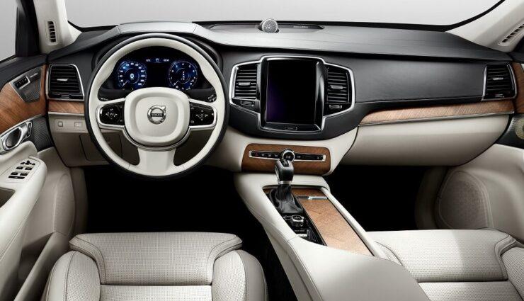 Tesla stellt leitenden Interieur-Designer von Volvo ein