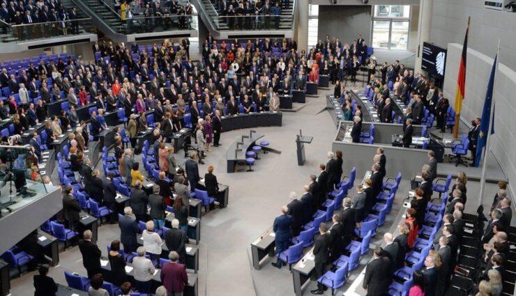 Bundestag beschließt Gesetz für autonomes Fahren