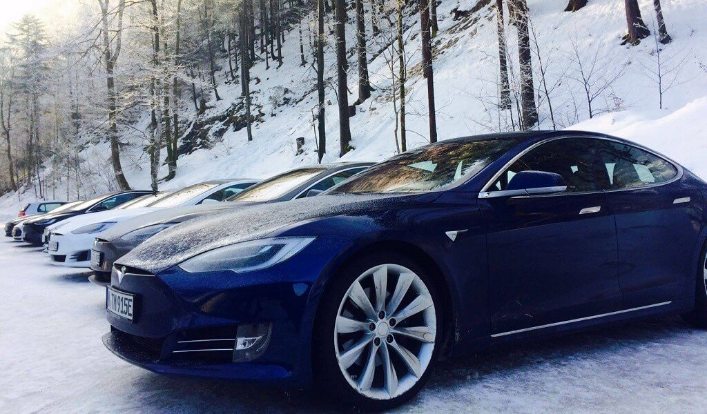 tesla wirbt f r model s als firmenwagen. Black Bedroom Furniture Sets. Home Design Ideas