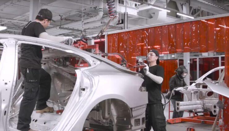 Tesla-Mitarbeiter klagen erneut über Arbeitsbedingungen