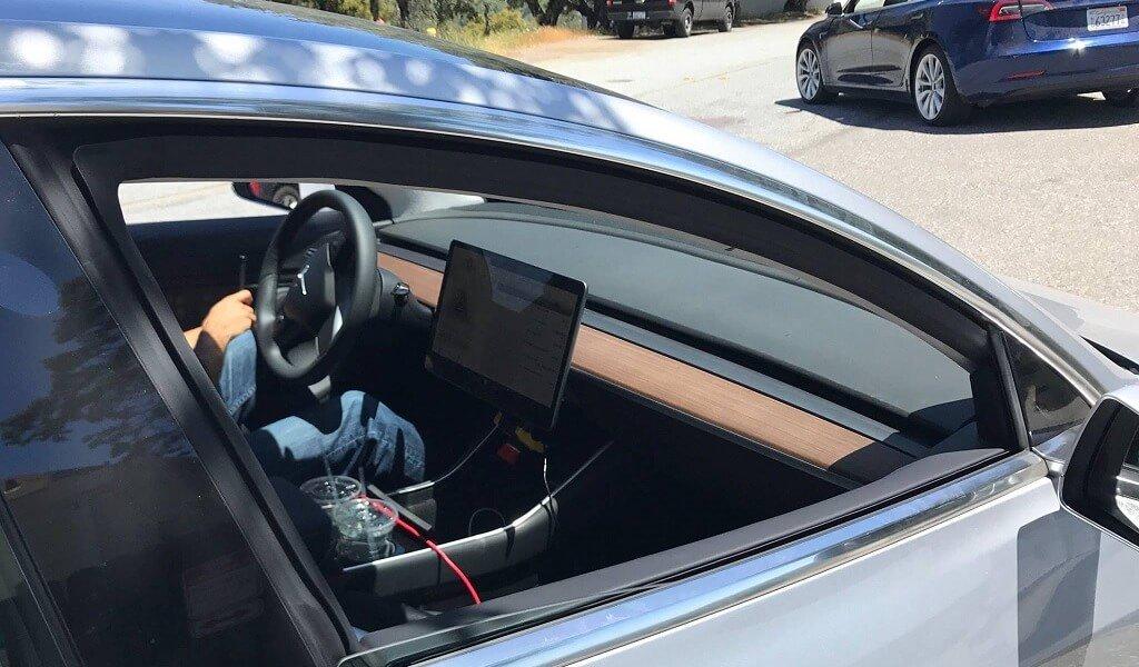 Neue fotos eines silbernen model 3 inklusive guter for Tesla model 3 interieur
