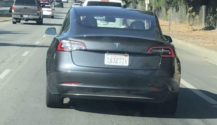 """Tesla Model 3 erstmals mit """"Midnight Silver Metallic"""" Lackierung gesichtet"""
