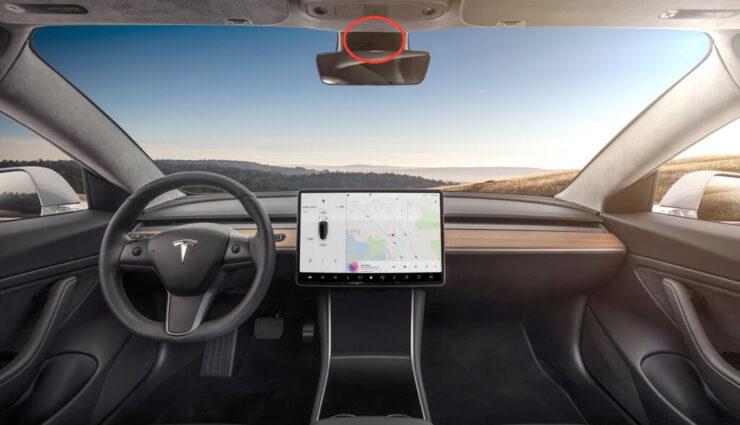 Tesla Model 3 verfügt über eine auf den Innenraum gerichtete Kamera im Rückspiegel