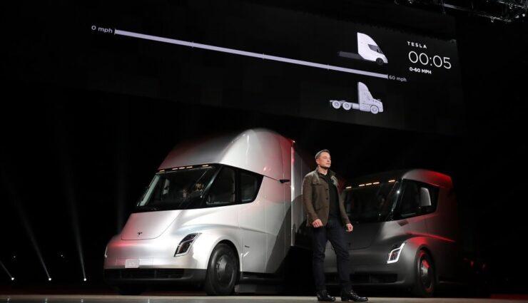 Mehrere Unternehmen unterschiedlicher Branchen haben bereits Tesla Semi Trucks vorbestellt
