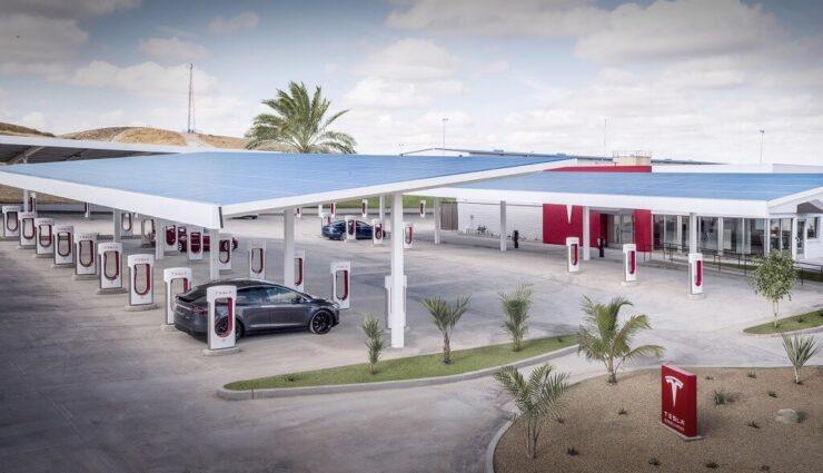 Zahlreiche neue Bilder zeigen den ersten Supercharger-Standort mit Lounge-Bereich