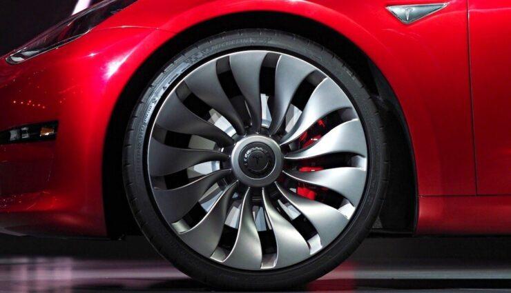 Tesla Model 3: Elon Musk deutet auf kommende 20-Zoll-Felgen hin